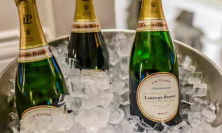 Lo champagne benedice il pesce di laguna di Serena
